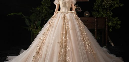 Selecting the color of the Wedding Gown